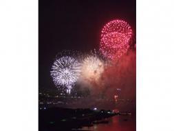 2010年 第23回 「東京湾大華火祭」(打ち上げ会場目の前の特別観覧水域を航行しながら花火観覧!)