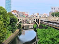 聖橋、日本橋、柳橋の船溜まりなど「神田川」の水辺の風景をお楽しみいただけます!