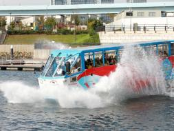 水陸両用車スカイダックのスプラッシュ体験をお楽しみください!