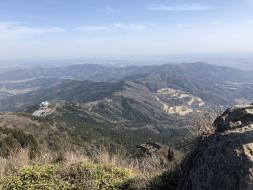 フォトスポット!女体山山頂からの絶景(富士山やスカイツリーをご覧いただける日もあります)