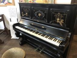 国内最古のアップライトピアノ(天使のピアノ)