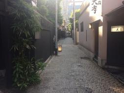 神楽坂の小路を散策
